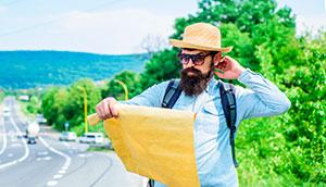 viajero feliz con su agencia